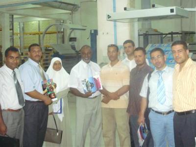 صورة جماعية مع المدرب صلاح الدين جيلح و السيد مدير فرنشايزي إيلاف ترين ورقلة.